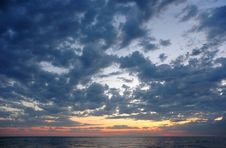 Sundown With Clouds On Seaside Royalty Free Stock Photography