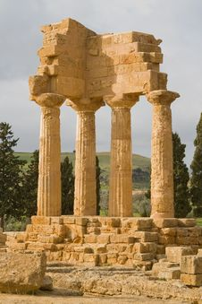 Free Ruins Of Castor And Pollux Temple In Agrigento. Royalty Free Stock Image - 16067976