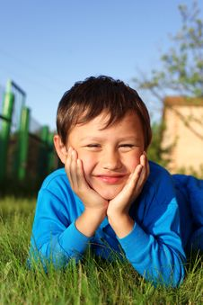 Free Little Boy In Grass Royalty Free Stock Images - 16071519