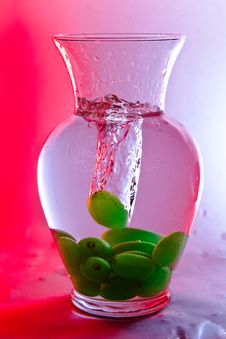 Free Green Grape Drops In Water Royalty Free Stock Images - 16076019