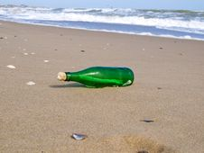 Free Bottle With A Note Has Beaten A Wave Stock Image - 16078981