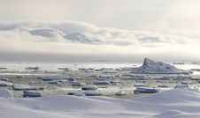 Free Arctic Landscape - Glacier And Mountains Royalty Free Stock Images - 16086369