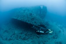 Female Scuba Diver Exploring Ship Wreck Royalty Free Stock Photography