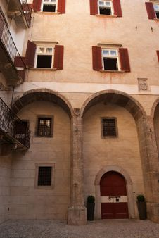 Free Courtyard Of Castel Thun Royalty Free Stock Images - 16097019