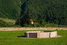 Free Rear Garden Of Thun Castle Royalty Free Stock Photos - 16097028