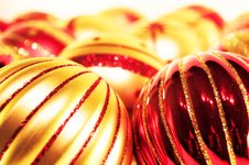 Free Red And Gold Christmas Balls Stock Photography - 16099422