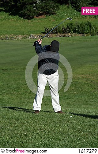 Free Golfer Swinging Royalty Free Stock Images - 1617279