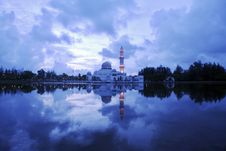 Free Floating Mosque Royalty Free Stock Photography - 1617087