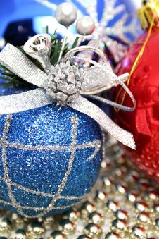 Free Christmas Spheres Of Various Color With A Pattern Royalty Free Stock Photography - 1619787