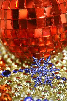 Mirror Red Celebratory Sphere And Snowflake Royalty Free Stock Images