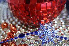 Free Mirror Red New Year S Sphere And Snowflake Royalty Free Stock Image - 1619846