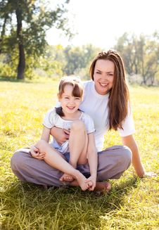Free Mother And Daughter Royalty Free Stock Photography - 16100107