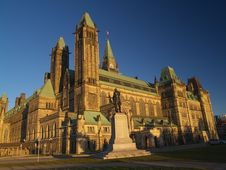 Free Canadian Parliament Royalty Free Stock Photography - 16100507