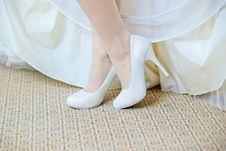 Free Beautiful Bride S Shoes Royalty Free Stock Photo - 16114035
