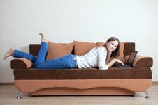 Free Woman With Laptop On The Sofa Royalty Free Stock Photography - 16114627