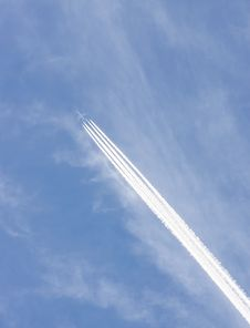 Free Airplane Trails Royalty Free Stock Photos - 16115168