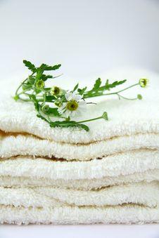 Free White Towel Royalty Free Stock Image - 16117486