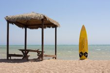 Free Surfboard And Beach Hut Royalty Free Stock Images - 16147619