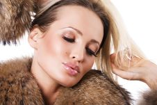 Free Gorgeous Woman In Fur Royalty Free Stock Photo - 16151435