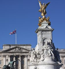Free Victoria Memorial In London Stock Image - 16152641