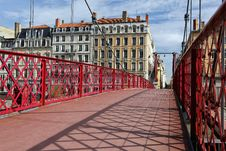 Free Red Footbridge Royalty Free Stock Photography - 16154537