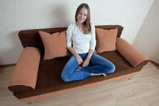 Free Woman With Laptop On The Sofa Royalty Free Stock Photography - 16157787