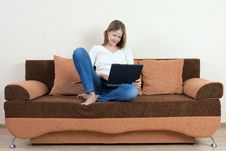 Free Woman With Laptop On The Sofa Royalty Free Stock Images - 16157929