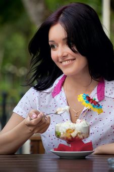 Free Girl Eating Ice Cream Royalty Free Stock Photos - 16158028