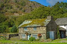 Free Olde Farm House By The Fell Stock Photos - 16182103