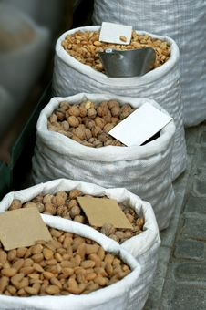 Free Nuts And Almonds At Bazaar Royalty Free Stock Images - 16183269