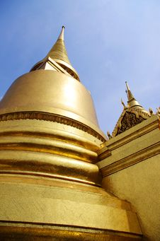 Free Thai Golden Temple Royalty Free Stock Image - 16187776