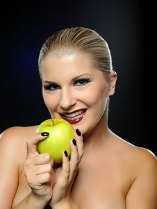 Free Beautiful Fashion Woman With Green Apple Royalty Free Stock Image - 16188486