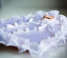 Free Gold Wedding Rings Royalty Free Stock Photos - 16195738
