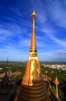 Free Golden Shadow Pagoda Of Buddha. Royalty Free Stock Photography - 16199797