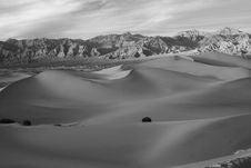 Free Waves Of Desert Royalty Free Stock Image - 1621996