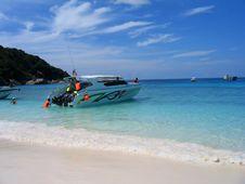 Free Tour Boat Royalty Free Stock Photo - 1622645