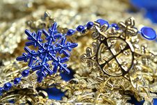Free Christmas Garlands Of Dark Blue And Yellow Color Stock Photography - 1623522