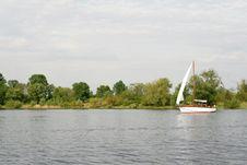 Free Yacht Sailing A River Royalty Free Stock Photos - 16201678