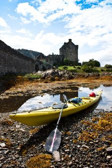 Free Kayak And Castle Royalty Free Stock Photography - 16201977