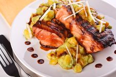 Free Salmon With Mashed Avocado And Mango Royalty Free Stock Images - 16203199