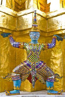 Giant Statue Wat Phra Kaeo.