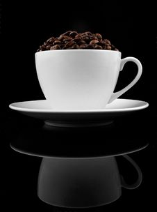 Free Cup Of Coffee With Coffee Beans Royalty Free Stock Photos - 16211278