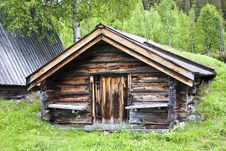 Free Traditional Wooden Cabin In Sweden Royalty Free Stock Photography - 16213777