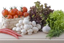 Free Fresh Vegetables Royalty Free Stock Images - 16215109