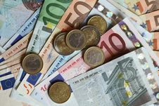 Free Euro Bills And Coins Royalty Free Stock Image - 16218266