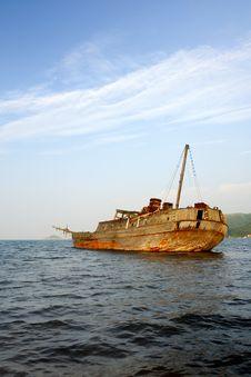 Free Sunken Wooden Sailboat Stock Images - 16220754