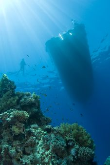 Free Underwater View Of Boat And Scuba Diver. Stock Images - 16229184