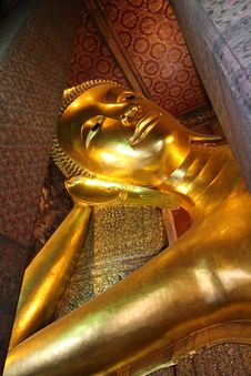 Free Big Golden Reclining Buddha Royalty Free Stock Photography - 16230117