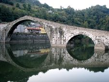 Free An Ancient Bridge In Italy Stock Image - 16230231