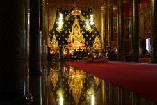 Free Reflection Of A Golden Beautiful Buddha Royalty Free Stock Photos - 16234548